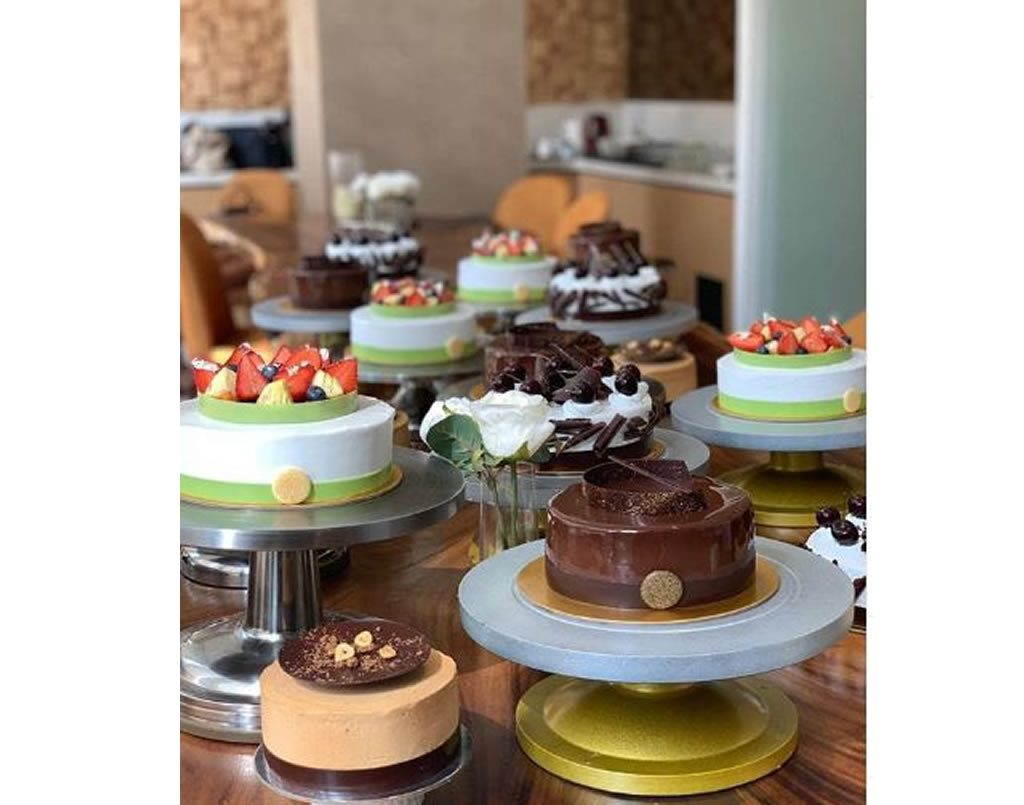 Two Day Certificate Course In Cake Finishing by Lavonne Academy