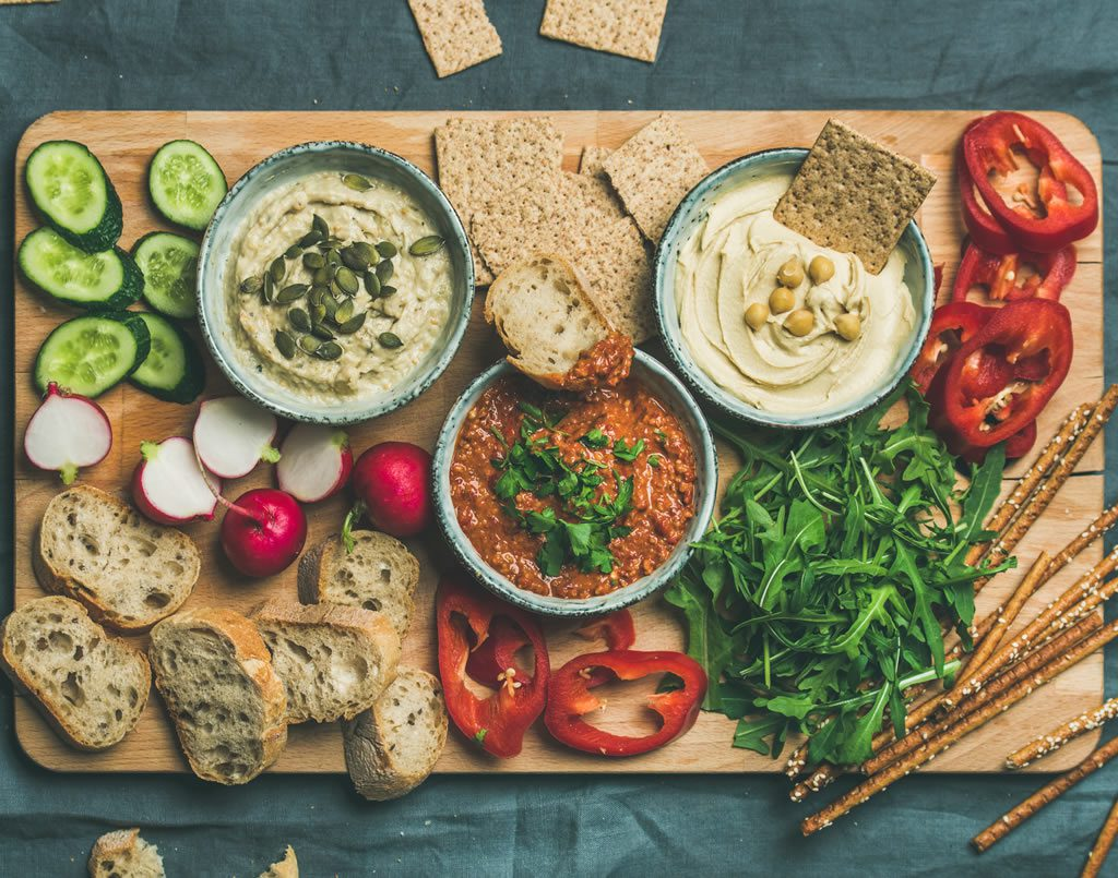 SUMMER PARTY DIPS & CRACKERS